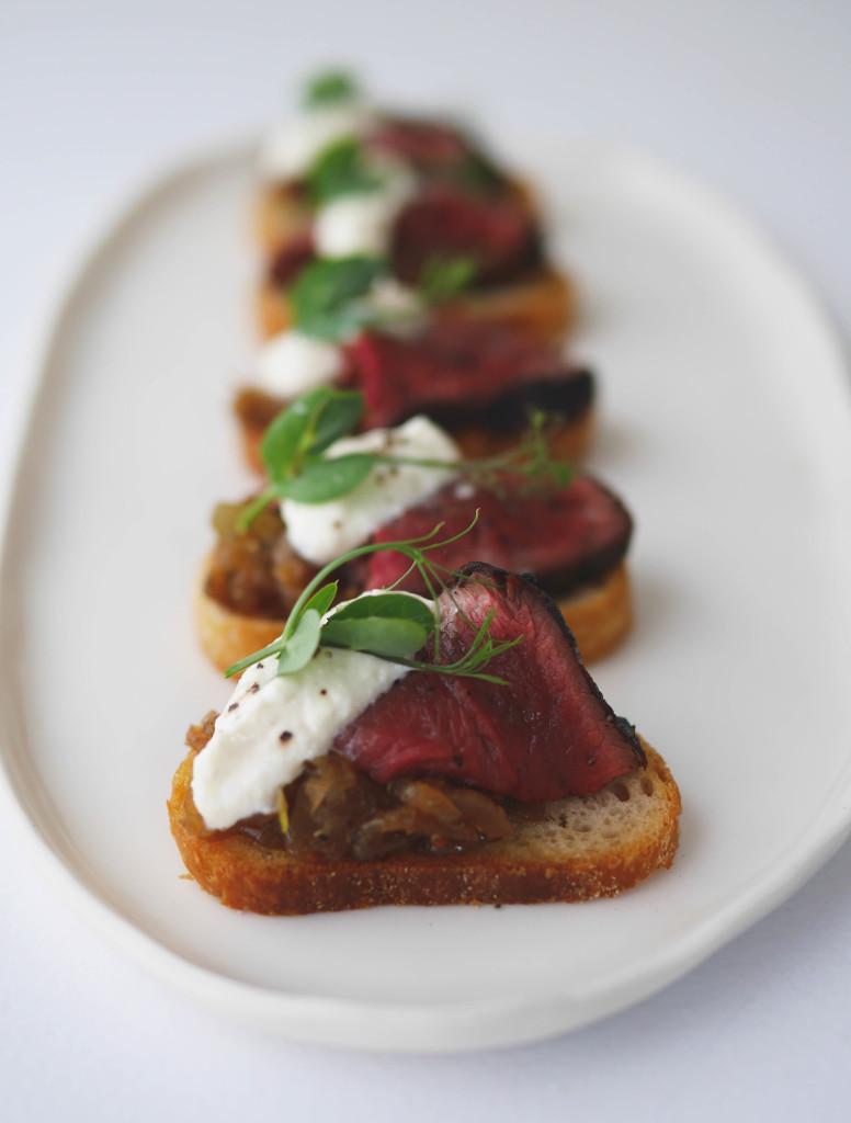 seared beef crostini